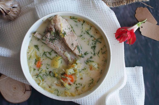 Zupa z młodą kapustą na żeberkach / Meaty young cabbage soup