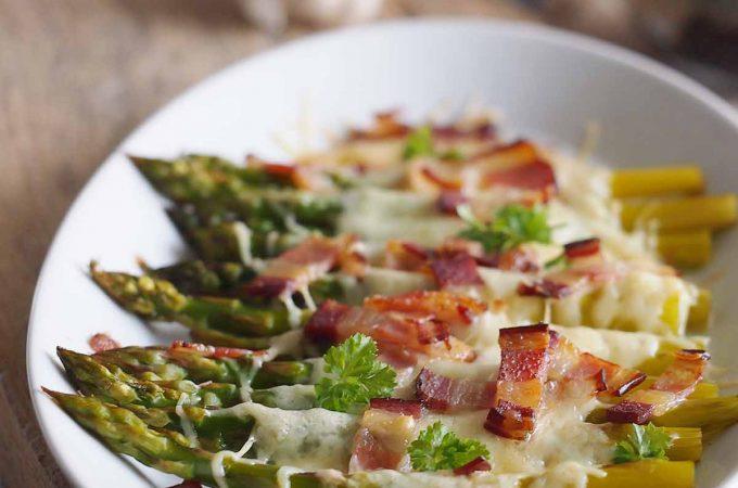 Szparagi zapiekane z serem i boczkiem / Cheesy asparagus with bacon
