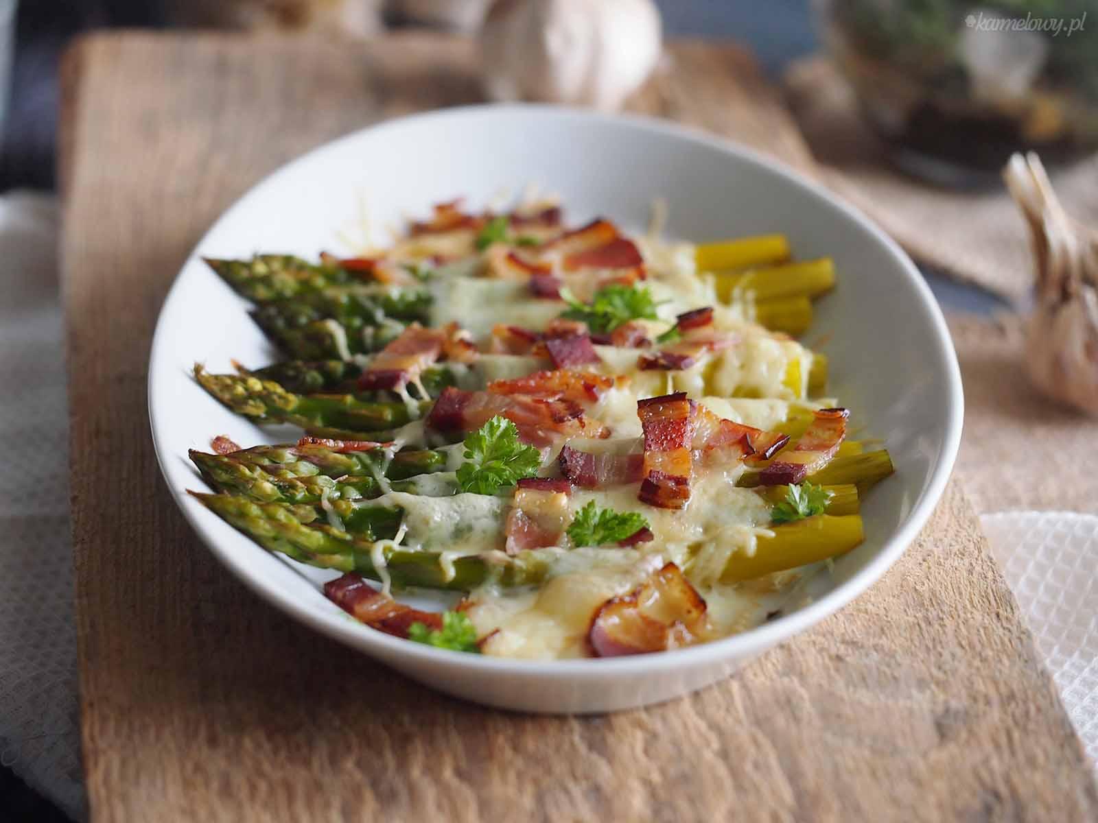 Szparagi-zapiekane-z-serem-i-boczkiem