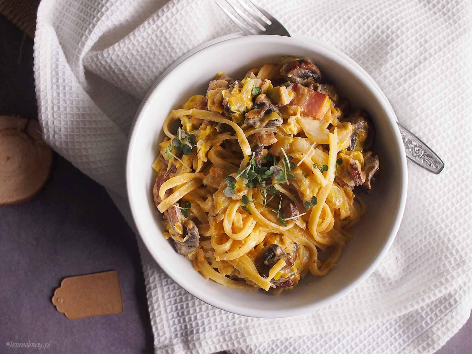 Makaron-z-kielbasa-i-mloda-kapusta-Sausage-and-young-cabbage-pasta