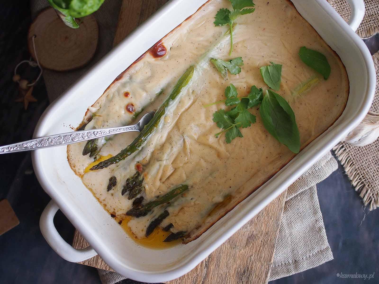 Szparagi-zapiekane-pod-beszamelem-Asparagus-baked-with-bechamel-sauce