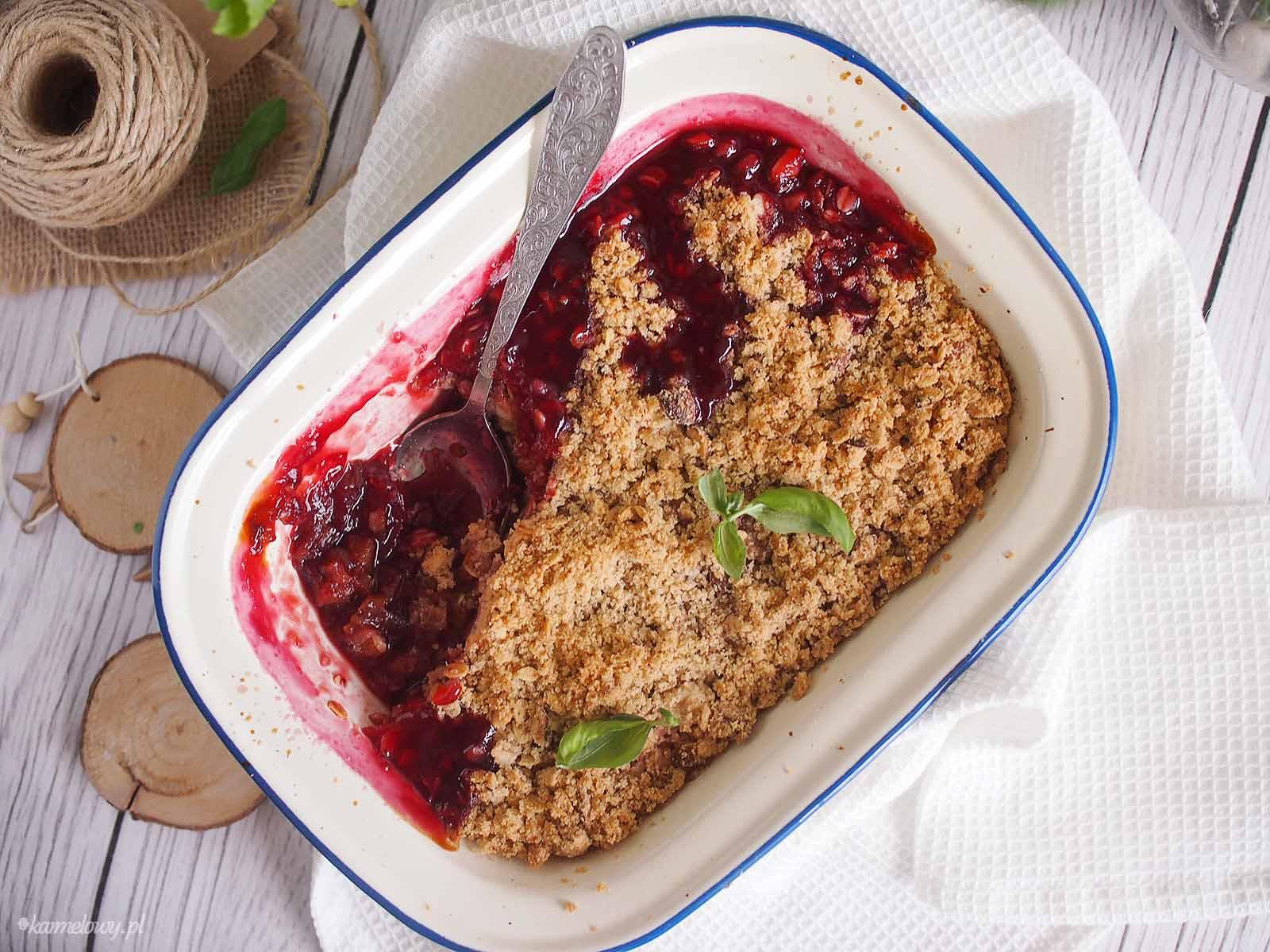 Rabarbar-i-czeresnie-pod-kruszonka-Rhubarb-cherry-crumble