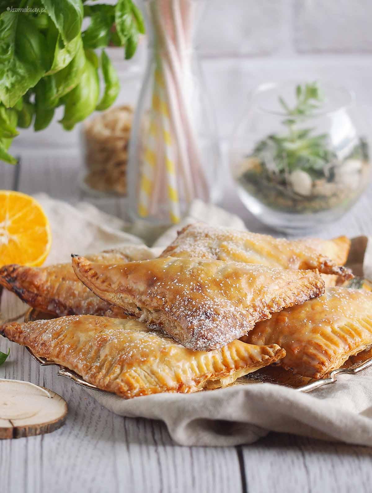 Rozki-francuskie-z-jablkami-i-rabarbarem-Apple-rhubarb-turnovers
