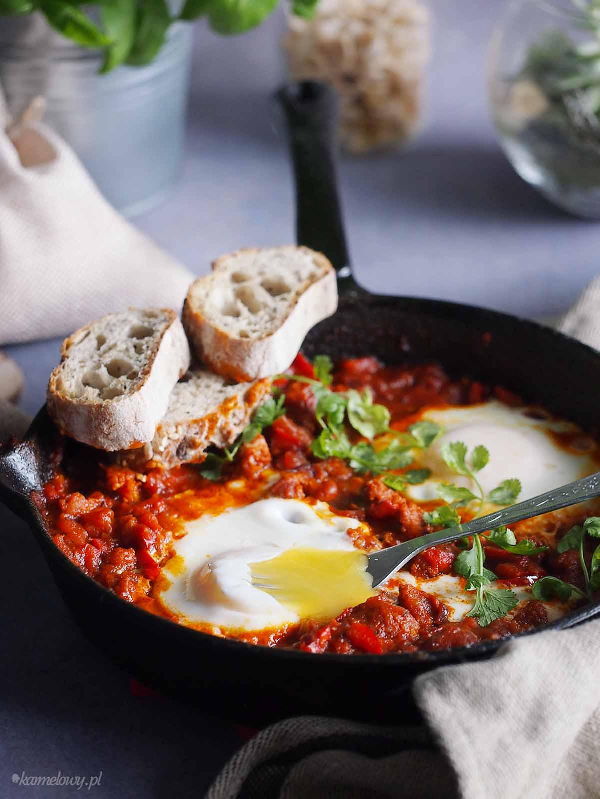 Szakszuka-z-chorizo-i-chilli-Chorizo-chilli-shakshuka