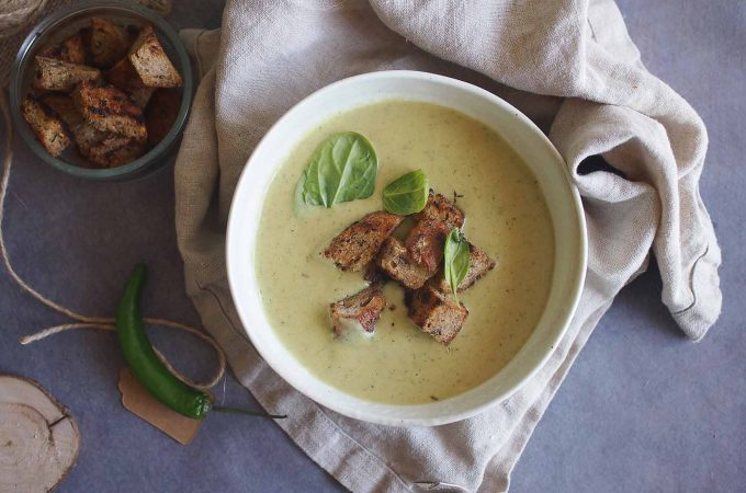 Kremowa-zupa-kokosowa-z-cukinia-i-szpinakiem-Zucchini-and-spinach-coconut-soup