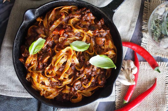 Makaron z pikantnym sosem BBQ / Pasta with spicy BBQ sauce