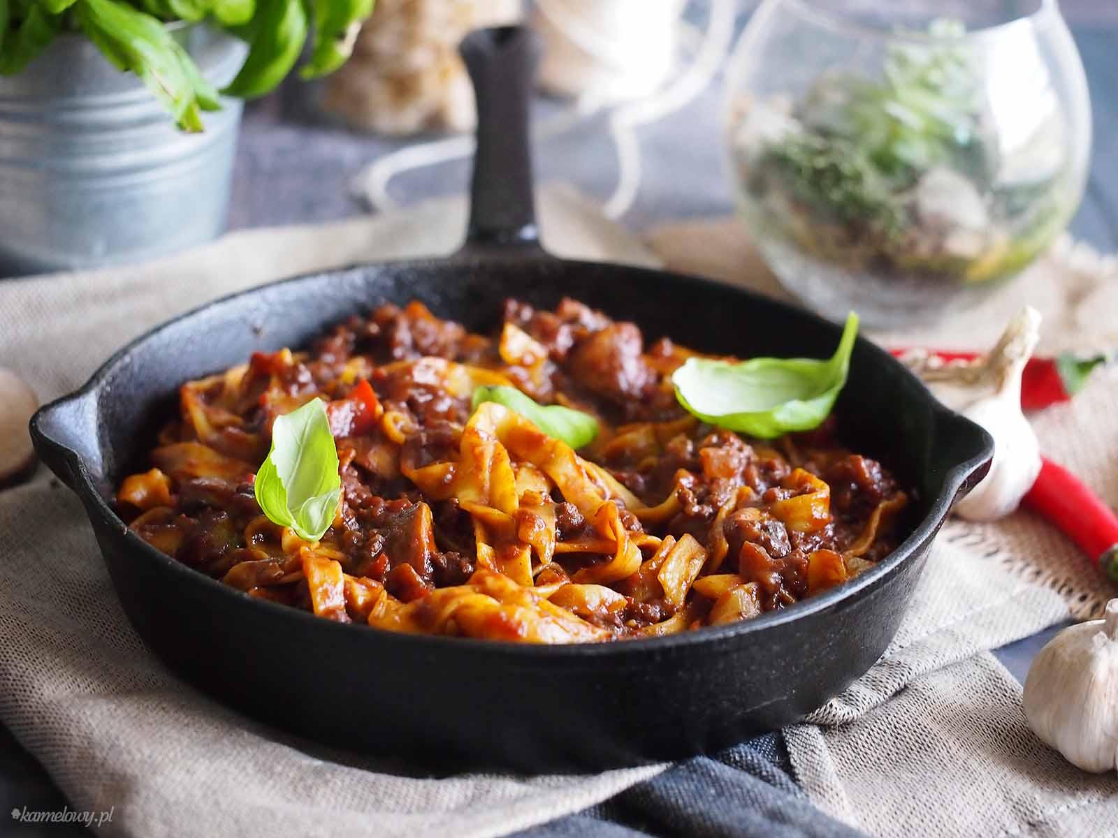 Makaron-z-pikantnym-sosem-BBQ-Pasta-with-spicy-BBQ-sauce