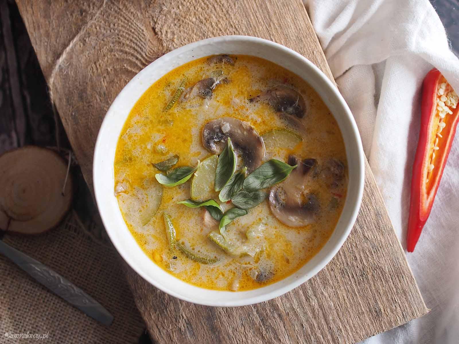 Zupa-kokosowa-z-cukinia-i-grzybami-Coconut-zucchini-and-mushroom-soup