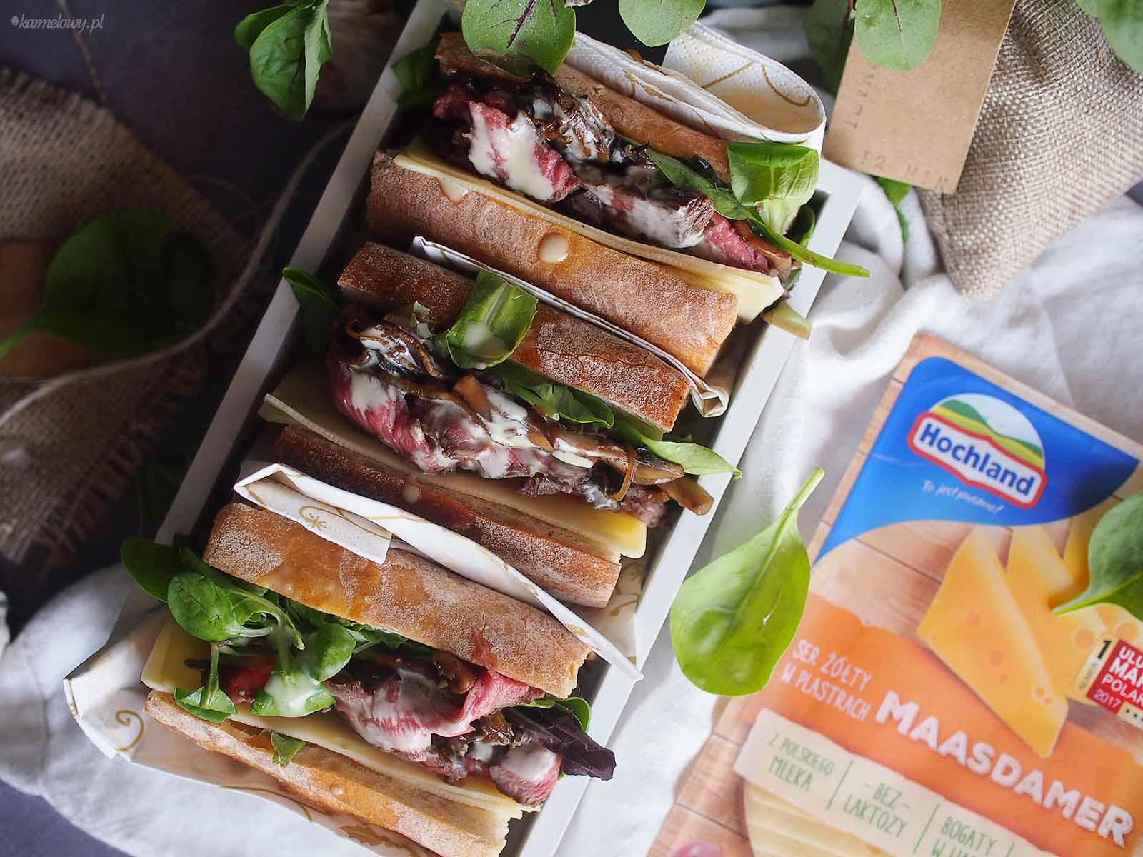 Kanapka-ze-stekiem-balsamicznymi-grzybami-i-serem-Cheesy-steak-sandwich-with-mushrooms