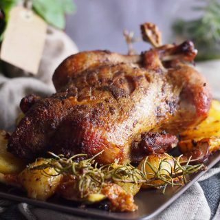 Kaczka-pieczona-z-ziemniakami-i-figami-Roasted-duck-with-potatoes-and-figs
