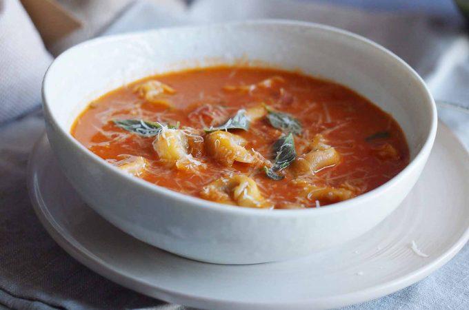 Zupa pomidorowa z tortellini / Tomato Tortellini Soup