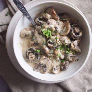 Grzyby-w-sosie-smetanowo-serowym-Mushrooms-with-creamy-cheese-sauce
