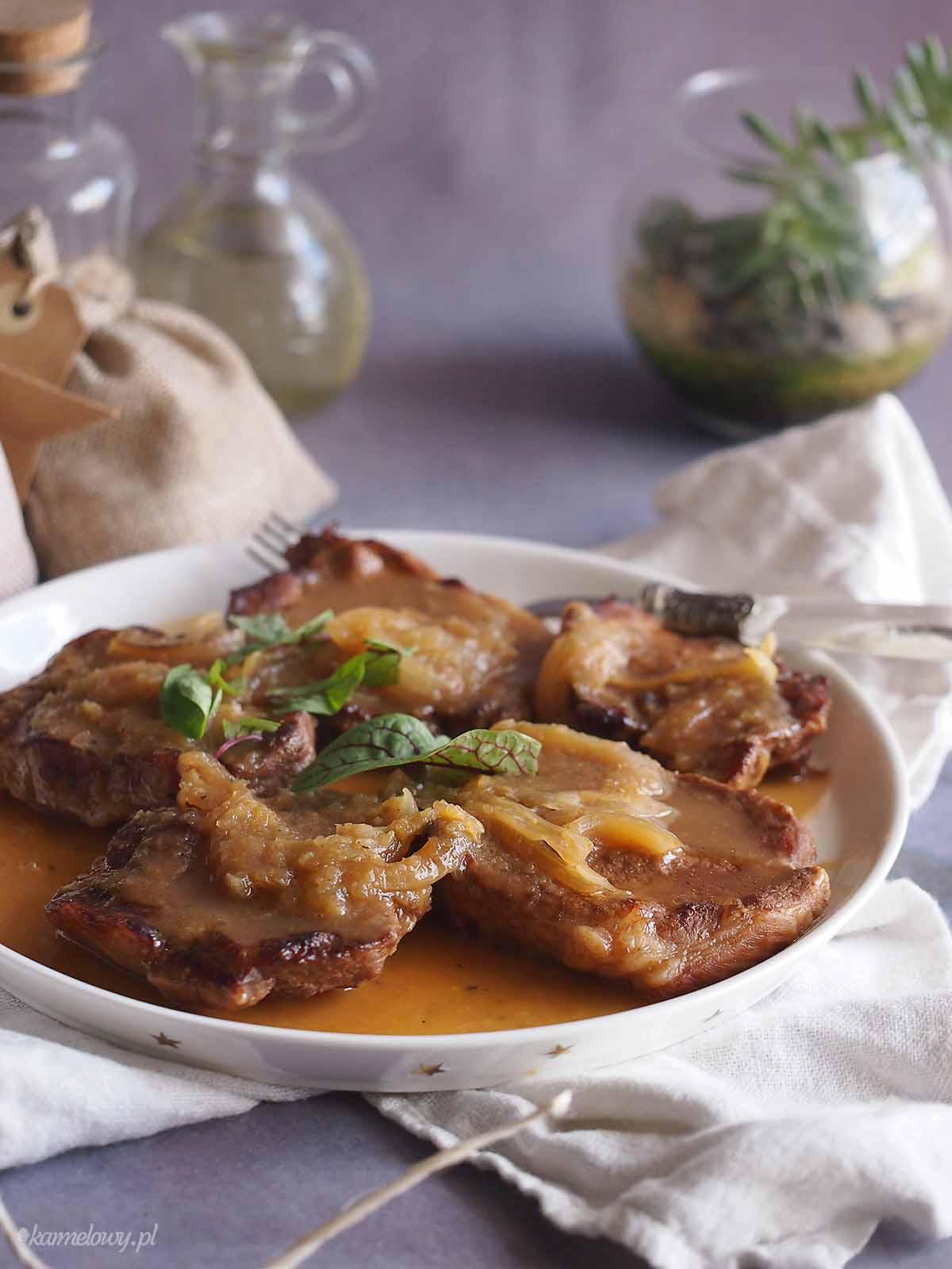 Karkowka-w-sosie-pomaranczowo-sliwkowym-Pork-neck-with-orange-plum-sauce