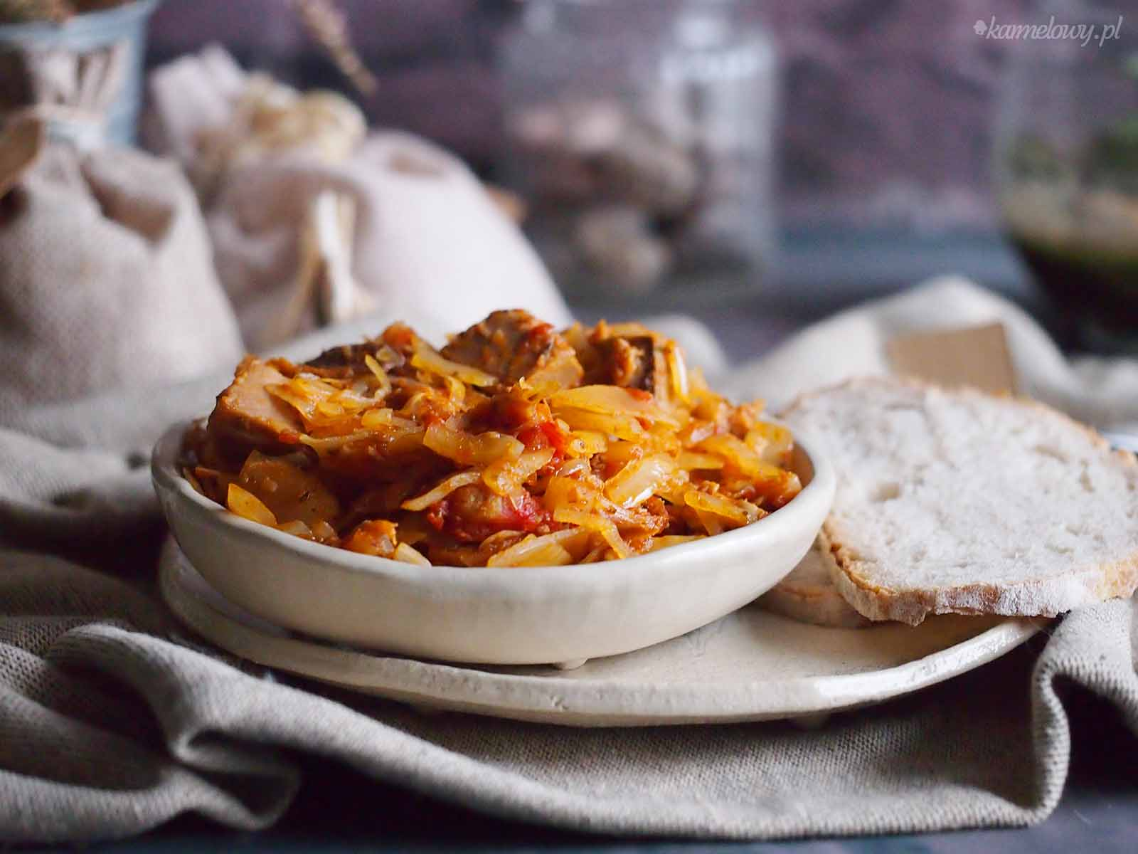 Miesny-bigos-z-grzybami-Meaty-cabbage-stew-with-mushrooms