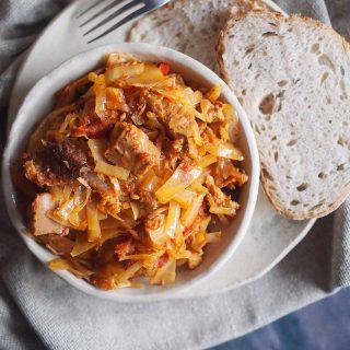 Miesny-bigos-z-grzybami-Meaty-cabbage-stew-with-mushrooms
