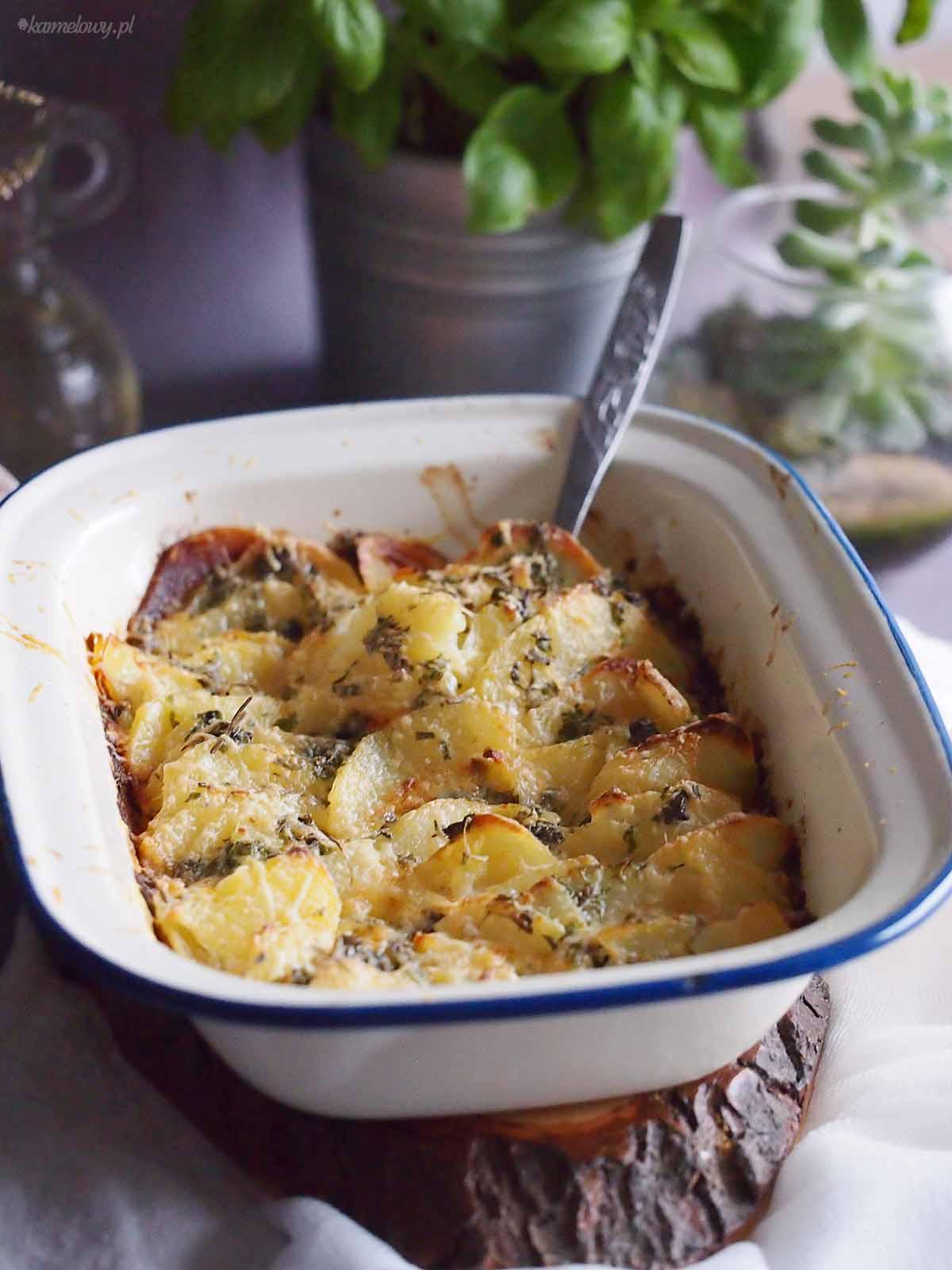 Ziemniaki-zapiekane-z-serem-Cheesy-scalloped-potatoes