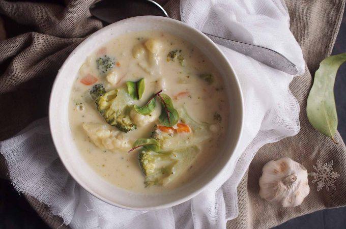 Zupa serowa z kalafiorem i brokułami / Cheesy cauliflower and broccoli soup