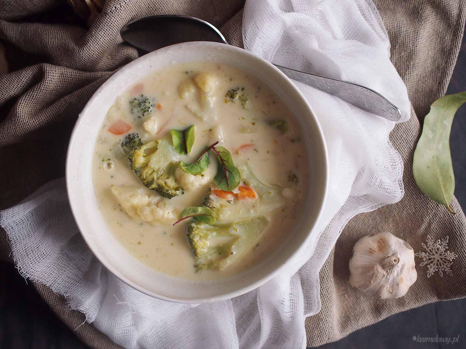 Zupa-serowa-z-kalafiorem-i-brokulami-Cheesy-cauliflower-and-broccoli-soup