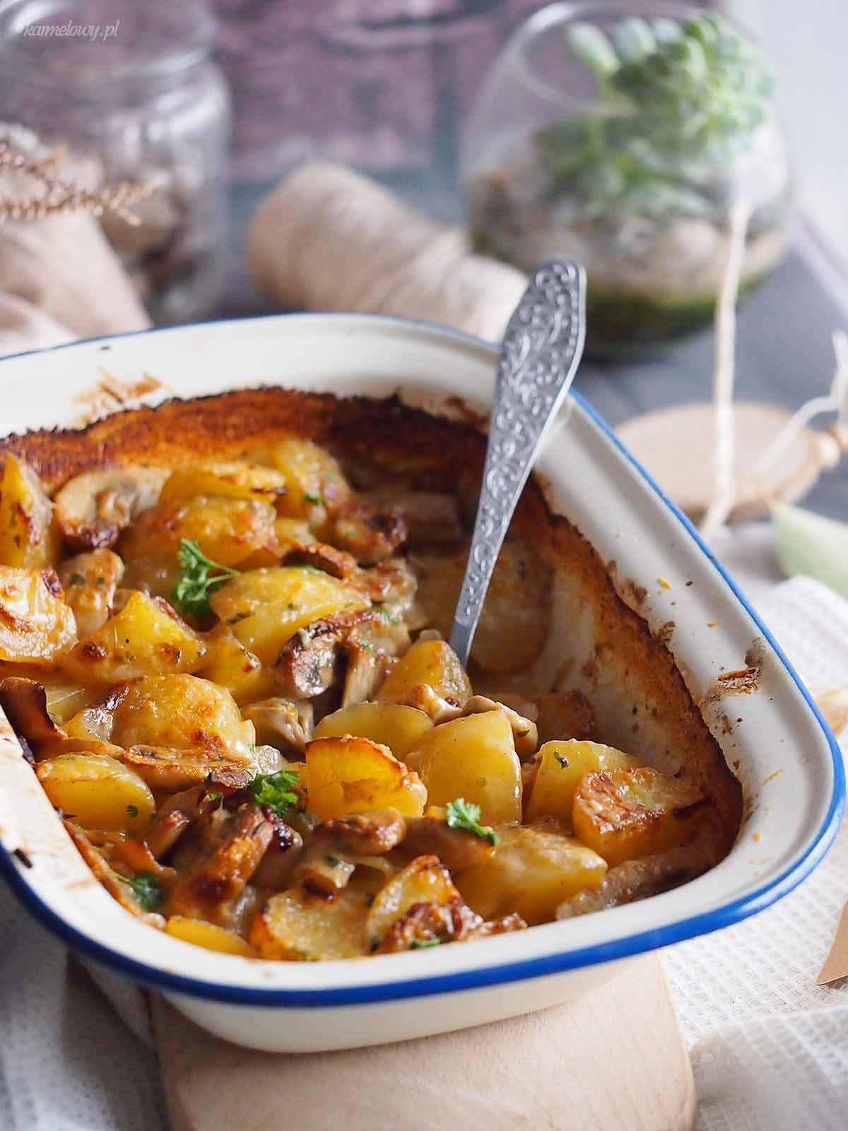 Zapiekane-ziemniaki-z-grzybami-i-cebula-Potato-mushroom-and-onion-bake