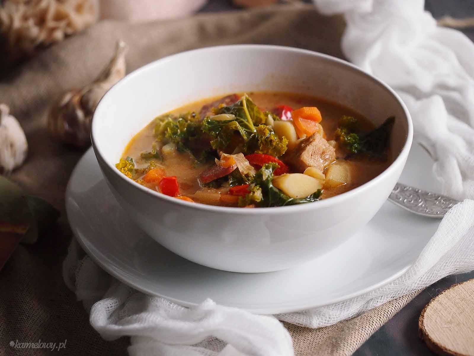 Zupa-miesna-z-jarmuzem-Meaty-soup-with-kale