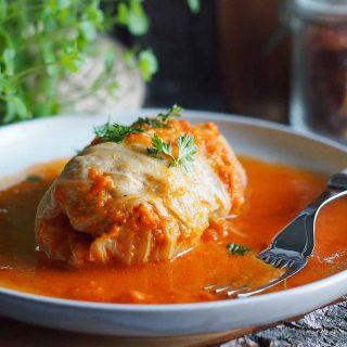 Gołabki-w-sosie-pomidorowym-Stuffed-cabbage-rolls-with-tomato-sauce