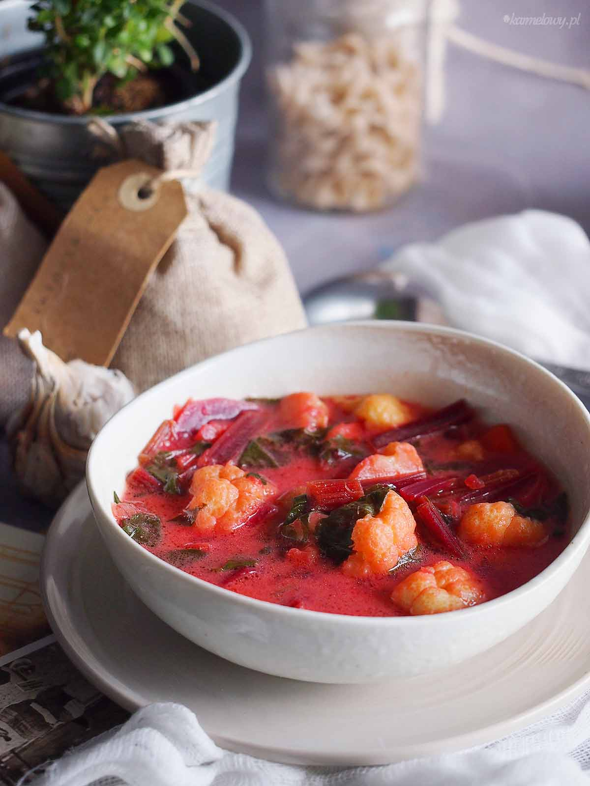 Zupa-z-botwinka-i-kalafiorem-Young-beet-and-cauliflower-soup