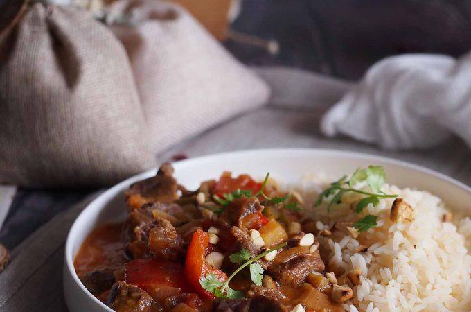 Gulasz wołowy z mlekiem kokosowym / Beef stew with coconut milk